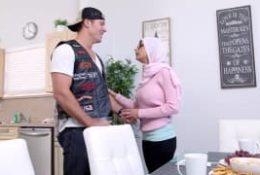 Dwie arabki podzieliły się kutasem