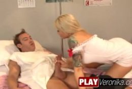Ta pielęgniarka na pewno mu pomoże