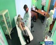 Atrakcyjna blondynka wyruchana w szpitalu