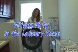 Wstawiła pranie i dała się wyruchać