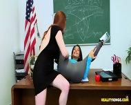 Zabawiła się ze swoją nauczycielką