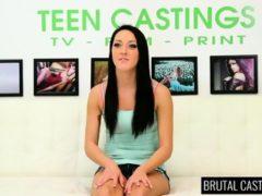 Związana i wyruchana na castingu