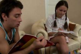 Nastolatka uwielbia anal