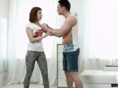 Wyruchał ją za to, że go podglądała