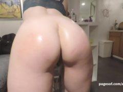 Nastolatka i jej pierwszy film porno