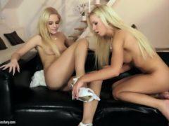 2 blondynki i ostra zabawa