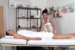 Ostry lesbijski masaż