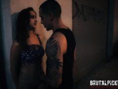 Brutalny sex na ulicy