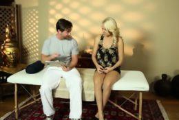 Blondyna zerżnięta podczas masażu