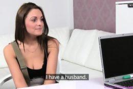 Gorąca brunetka na lesbijskim castingu